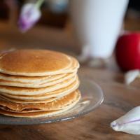 Des pancakes végétaliens moelleux sans sucres ajoutés